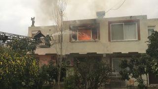 Alevler bir evi kül etti