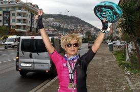 50 yaşından sonra tanıştığı bisikletle yarıştan yarışa koşuyor
