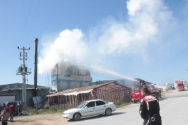 Ahşap ürünler fabrikasındaki yangın ucuz atlatıldı