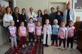Alanya'da miniklerden sağlıkçılara ziyaret