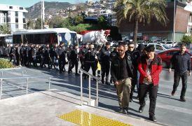 Alanya'da operasyonda gözaltına alınan 17 torbacı adliyede