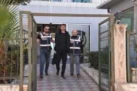 Antalya'da polisleri bıçakla yaralayan saldırgan yakalandı
