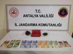 Antik kentte turistlere uyuşturucu satarken yakalandı