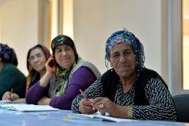 Muratpaşa'da kadınlar için okuma yazma kursu