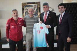 Oğuz Çetin, Başsavcı Yılmaz'ı U17 Elit Tur maçlarına davet etti