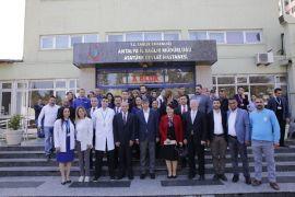 Türel hastaneleri ziyaret ederek 14 Mart Tıp Bayramını kutladı