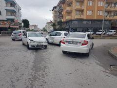 Antalya'da 3 araçlı zincirleme trafik kazası: 1 yaralı