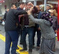 Antalya'da dilenci kadınlar, kendilerini dolandırıcılıkla suçlayan adama saldırdı