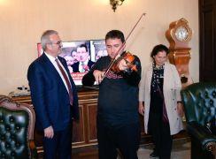 Müzik dehası otizmli Taylan, Vali Karaloğlu'yla buluştu