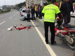 Park halindeki araca çarpan kadın motosikletli yaralandı