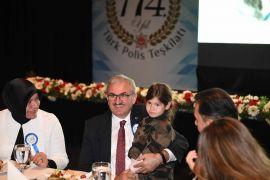 Vali Karaloğlu, şehit aileleri ile akşam yemeği programına katıldı