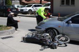 Hastane girişinde trafik kazası: 1 yaralı