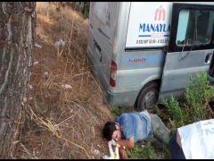 Antalya'da ticari araç ormanlık alana devrildi: 4 yaralı