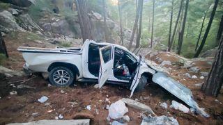 Kontrolden çıkan kamyonet uçurumdan yuvarlandı: 5 yaralı