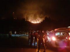 Antalya'da dün geceyi alevler aydınlattı
