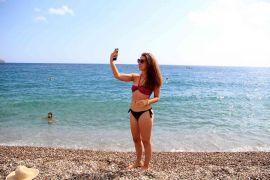 Antalya'da dünyaca ünlü sahilde Ekim ortası yoğunluğu